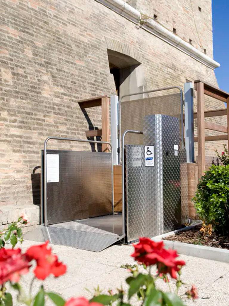 instalacion-salva-escaleras-verticales-tramo-corto-elche