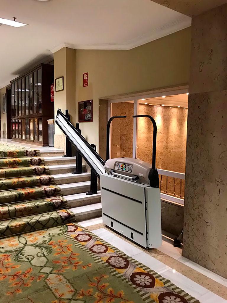 plataformas-salva-escaleras-inclinadas-rectas-en-elche